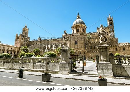 Palermo.italy.may 26, 2017.view Of The Historic Centre And Piazza Duomo And Cathedral  In Palermo. S