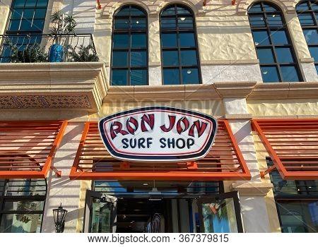 Orlando, Fl/usa-2/13/20: The Ron Jon Storefront At An Outdoor Mall In Orlando, Florida.