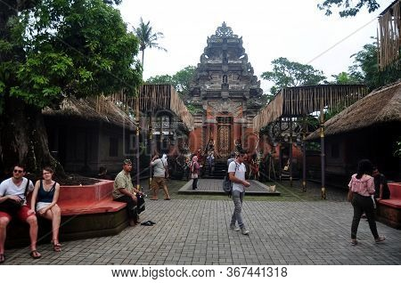 Bali, Indonesia - March 24 : Indonesian People And Foreign Travelers Waiting Look Traditional Bali M