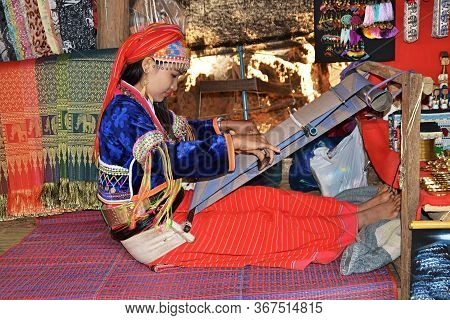 Baan Tong Luang / Thailand - January 19, 2020: Thai Girl Works On The Loom