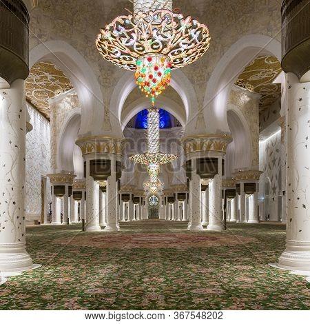 Abu Dhabi, Uae - November 18: Magnificent Interior Of Sheikh Zayed Grand Mosque On November 18, 2019