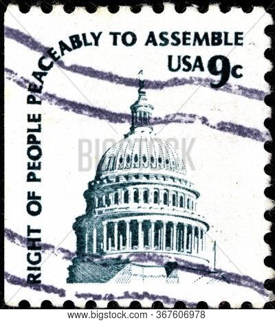 02.09.2020 Divnoe Stavropol Territory Russia The Postage Stamp Usa 1975 Capitol Dome And The Inscrip