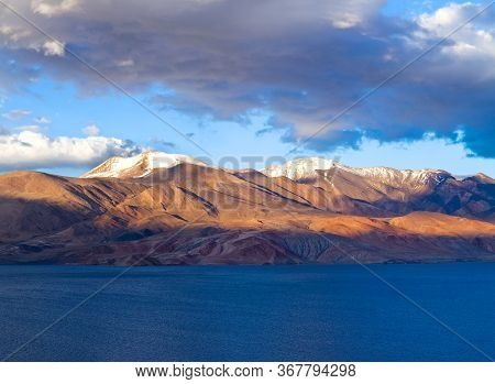 Panoramic View Of Beautiful Tso Moriri Lake In Changthang Plateau In Ladakh, Jammu And Kashmir State