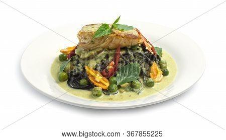 Spaghetti Salmon In Green Curry Sauce