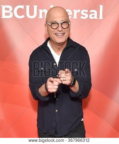 LOS ANGELES - JAN 11:  Howie Mandel on the red carpet at the NBCUniversal Winter TCA 2020 on January 11, 2020 in Pasadena, CA