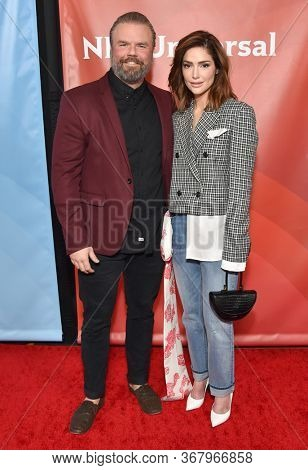 LOS ANGELES - JAN 11:  Tyler Labine and Janet Montgomery on the red carpet at the NBCUniversal Winter TCA 2020 on January 11, 2020 in Pasadena, CA