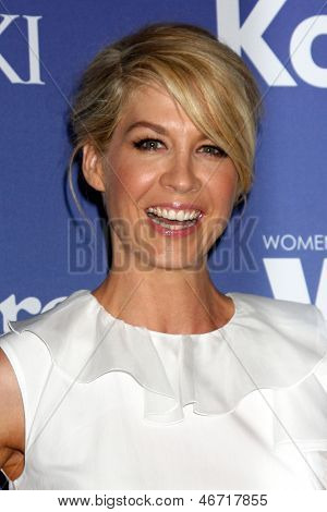 LOS ANGELES - JUN 12:  Jenna Elfman arrives at the Crystal and Lucy Awards 2013 at the Beverly Hilton Hotel on June 12, 2013 in Beverly Hills, CA