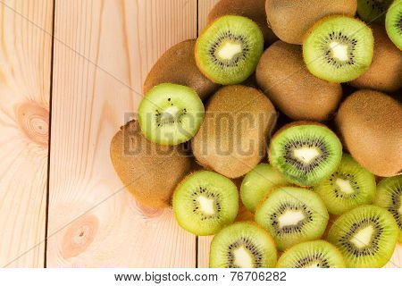 Kiwi in two halves with other kiwis on the back