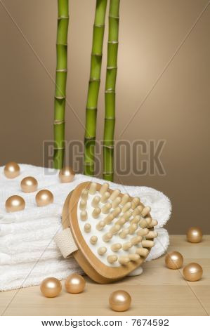 Bath pearls with bamboo
