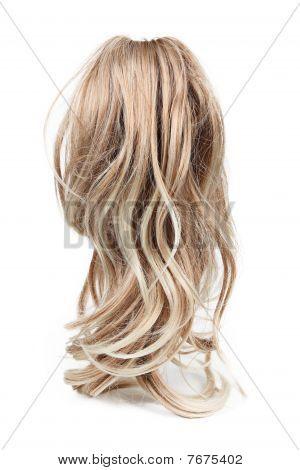 Perücke langen blonden Haare isoliert auf weiss