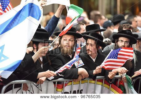 Neturei Karta with Palestinian & US flags