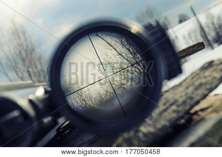 Black crosshair inside the optical sighting rifle
