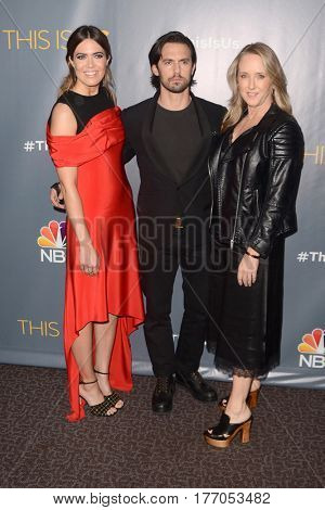 LOS ANGELES - MAR 14:  Mandy Moore, Milo Ventimiglia, Jennifer Salke at the