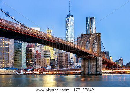 Manhattan skyline New York City with brooklyn bridge