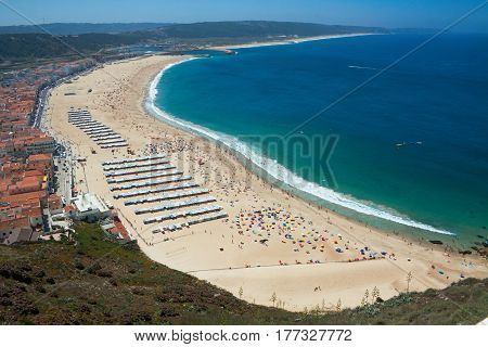 The beach of Nazare is completely integrated in the urban area. It is bordered on the north by the promontory and to the south by the moor of the shelter harbor conserving in the summer the traditional cloth stalls with stripes of strong colors. Bathed by