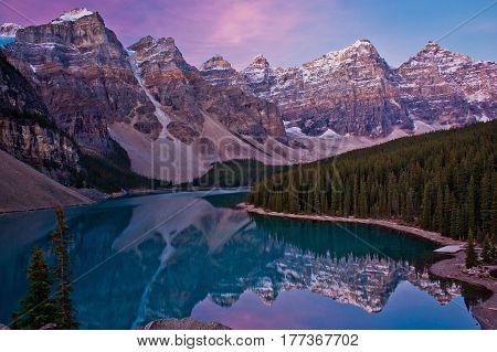Sunrise at Moraine lake in Lake Louise, Banff NP, Canada