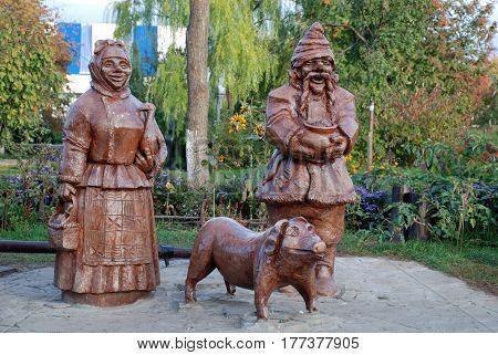 LUGANSK, UKRAINE - OCTOBER 20, 2007: wood statue of ukrainian peasants, Ukraine
