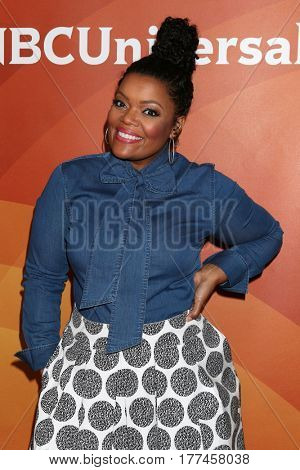 LOS ANGELES - MAR 20:  Yvette Nicole Brown at the NBCUniversal Summer Press Day at Beverly Hilton Hotel on March 20, 2017 in Beverly Hills, CA