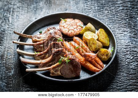 Spicy Grilled Ribs Of Lamb With Garlic And Vegetables