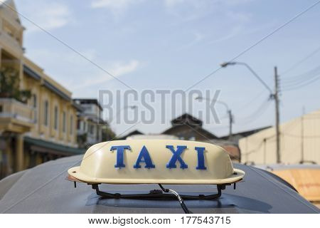 Taxi At Tha Tien