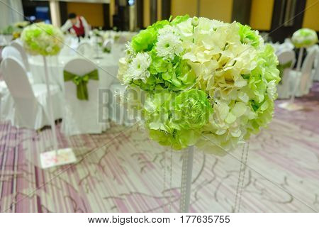 Flowers arrangement bouquets as decoration green and white tone for wedding.