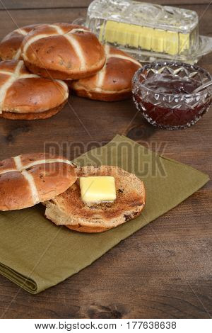 toasted hot cross bun on green napkin