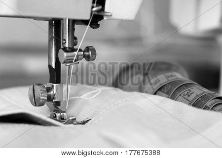 The sewing machine needle closeup female hobby