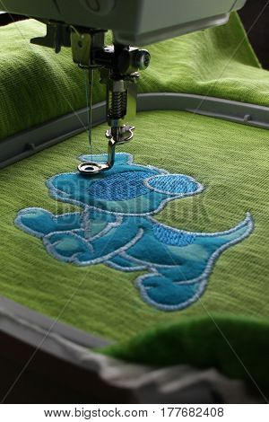 Embroidery with embroidery machine - comic dog application - overview intermediate status - wide angle