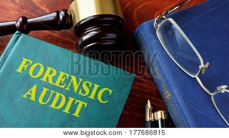 Book with title Forensic audit and gavel.