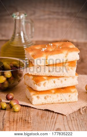 Focaccia bread and olives and olive oil.
