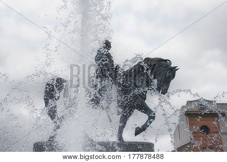monument on the background of the spray of the fountain