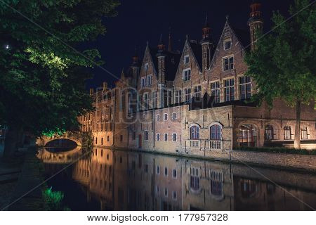 Brugge at nigth (city, urban, river, houses, travel)