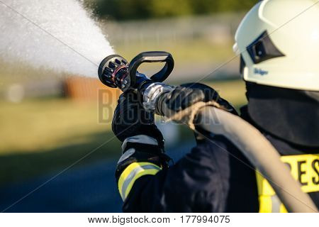 fireman drills water spill combustion zone in природа