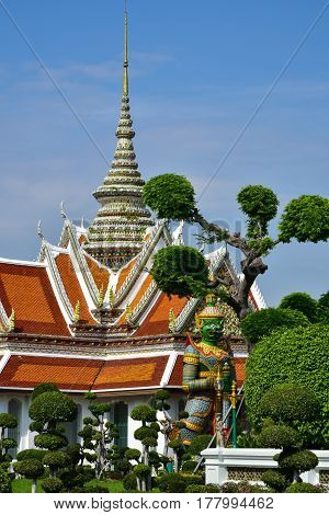 The beautiful garden of the temple Wat Arun (temple of Dawn) in Bangkok