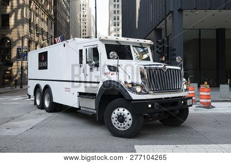 Chicago, Il - Usa - October 9, 2018: Loomis Armored Money Truck In Chicago, Usa. Loomis Is A Cash Ha
