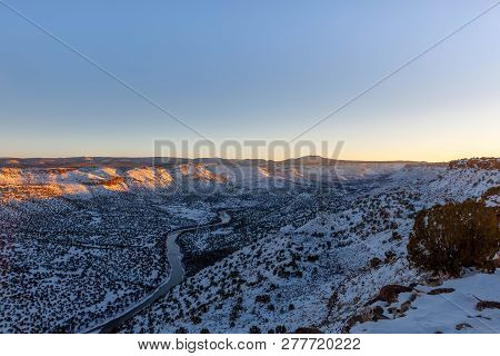 Rio Grande Valley, View South From The White Rock Overlook In Los Alamos County, New Mexico.