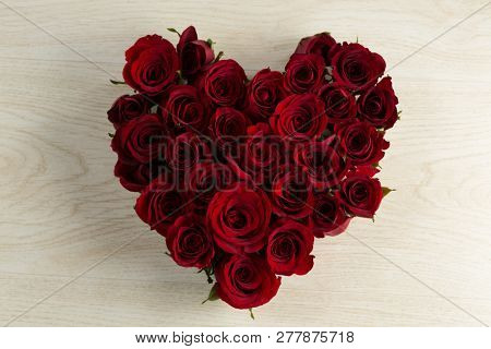 Close-up of rose flower bouquet on wooden table