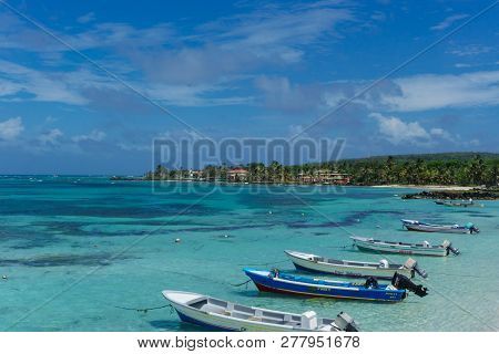 Corn Island, Nicaragua, February 24, 2018: Beach View With Clear Skies And Canoes On The Shore