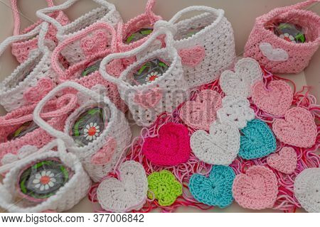Small Pink And White Crochet Souvenirs For Christening Or First Communion, Mini Bags, Mini Hearts An