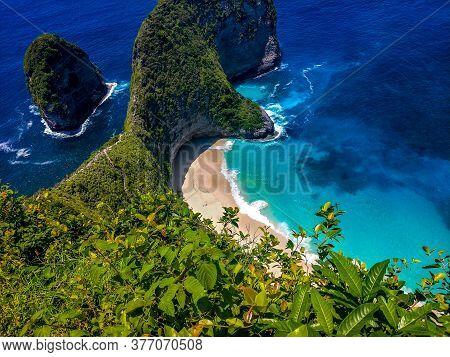 Rock Coastline. Stone Arch Over The Sea. Broken Beach, Nusa Penida ,indonesia, This Is Broken Beach
