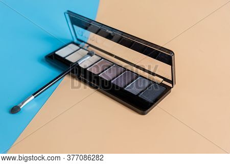 Set Of 8 Eye Shadow With Brush On Colorful Background.eyes Shadow In Boxes.side View, Perspective Ey