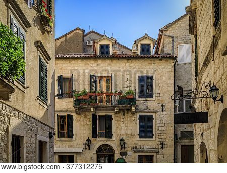 Picturesque Narrow Streets Of The Well Preserved Medieval Old Town With Shops, Cafes And Restaurants