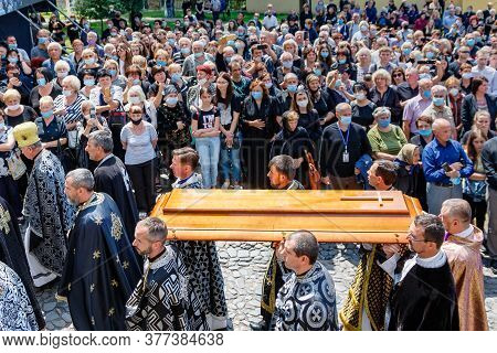 Uzhgorod, Ukraine - July 20, 2020: Priests Carry The Lid Of The Coffin During The Farewell Ceremony