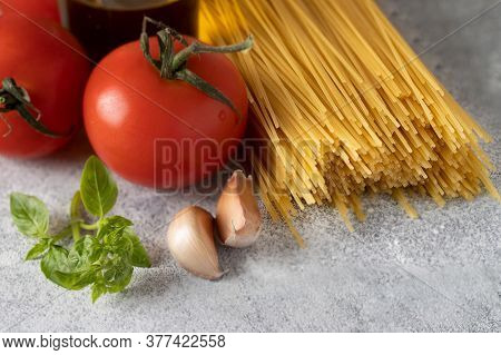 Dry Spaghetti , Fresh Tomatoes, Basil, Garlic And Olive Oil.principal Igridients For Italian Dish Sp