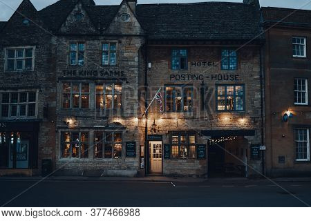 Stow-on-the-wold, Uk - July 6, 2020: Exterior Of The Kings Arms Pub In Stow-on-the-wold, A Market To