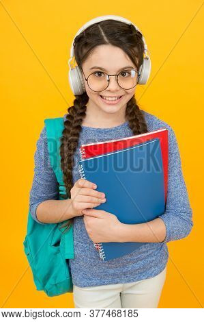 English Library Online. Happy Kid Wear Headphones. English Learning Courses. Listening Skills. Liter