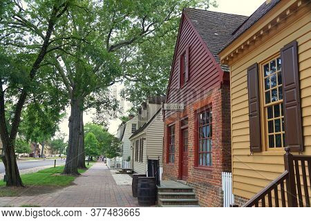 Williamsburg, Virginia, U.s.a - June 30, 2020 - The View Of The Street With Beautiful Colonial Homes