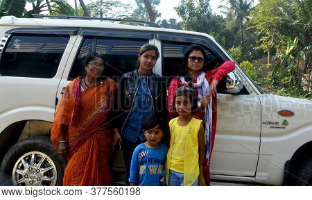 Morighata, Bongaon, West Bengal, India, 17 January, 2020: Group Of  Indian Women Of West Bengal With