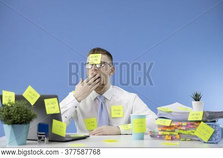 Manager Does Not Cope With The Work And Yawns, Does Not Have Time To Do The Work On Time. Deadline C