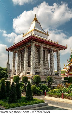 Bangkok, Thailand, November 15, 2020: Thai Temple Surrounded By Gardens In The Territory Of Wat Arun
